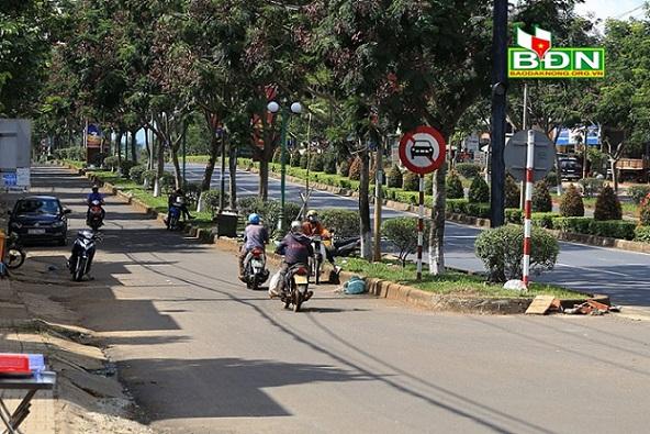 Còn tình trạng đi ngược chiều trên đường Hồ Chí Minh